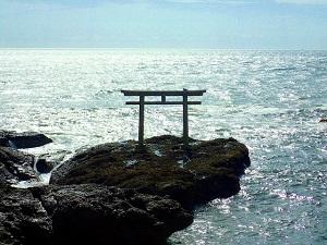 すべてのものに神様が宿るのが日本人の信仰
