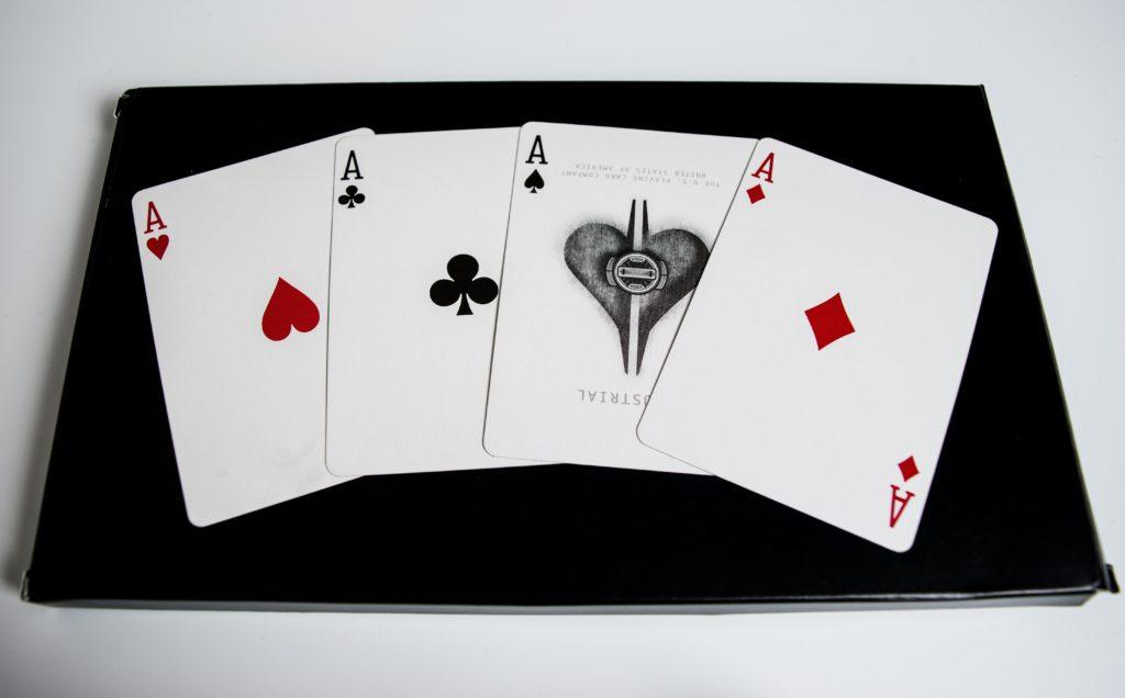 この画像には alt 属性が指定されておらず、ファイル名は ace-bet-blackjack-business-534181-1024x636.jpg です