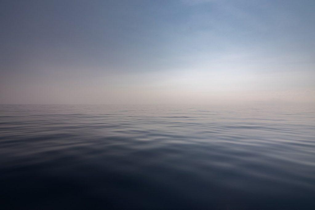 この画像には alt 属性が指定されておらず、ファイル名は sea-3652697_1920-1024x683.jpg です